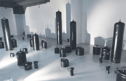 « Monde sous pression » de Batoul S'himi. Cette œuvre présente une double image entre l'expérience de la sculpture et de la projection dans laquelle l'on peut s'introduire et se balader (© Bziouat)